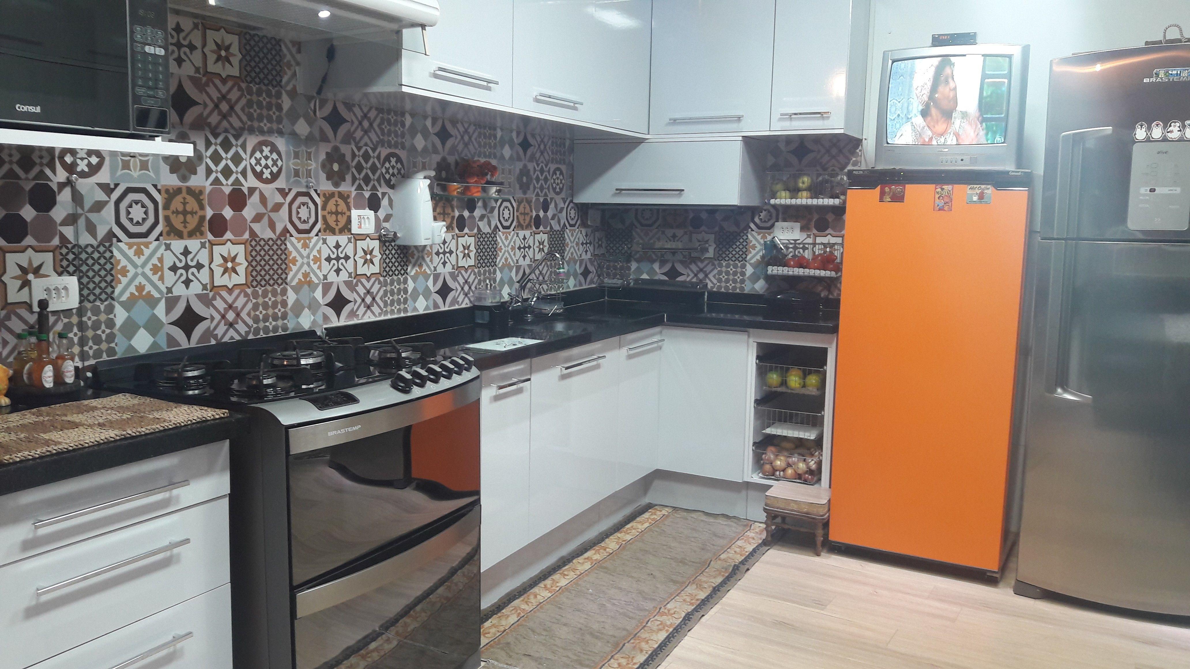 Cozinha Com Adesivo Hidraulico Freezer Adesivado Com Vinil Laranja