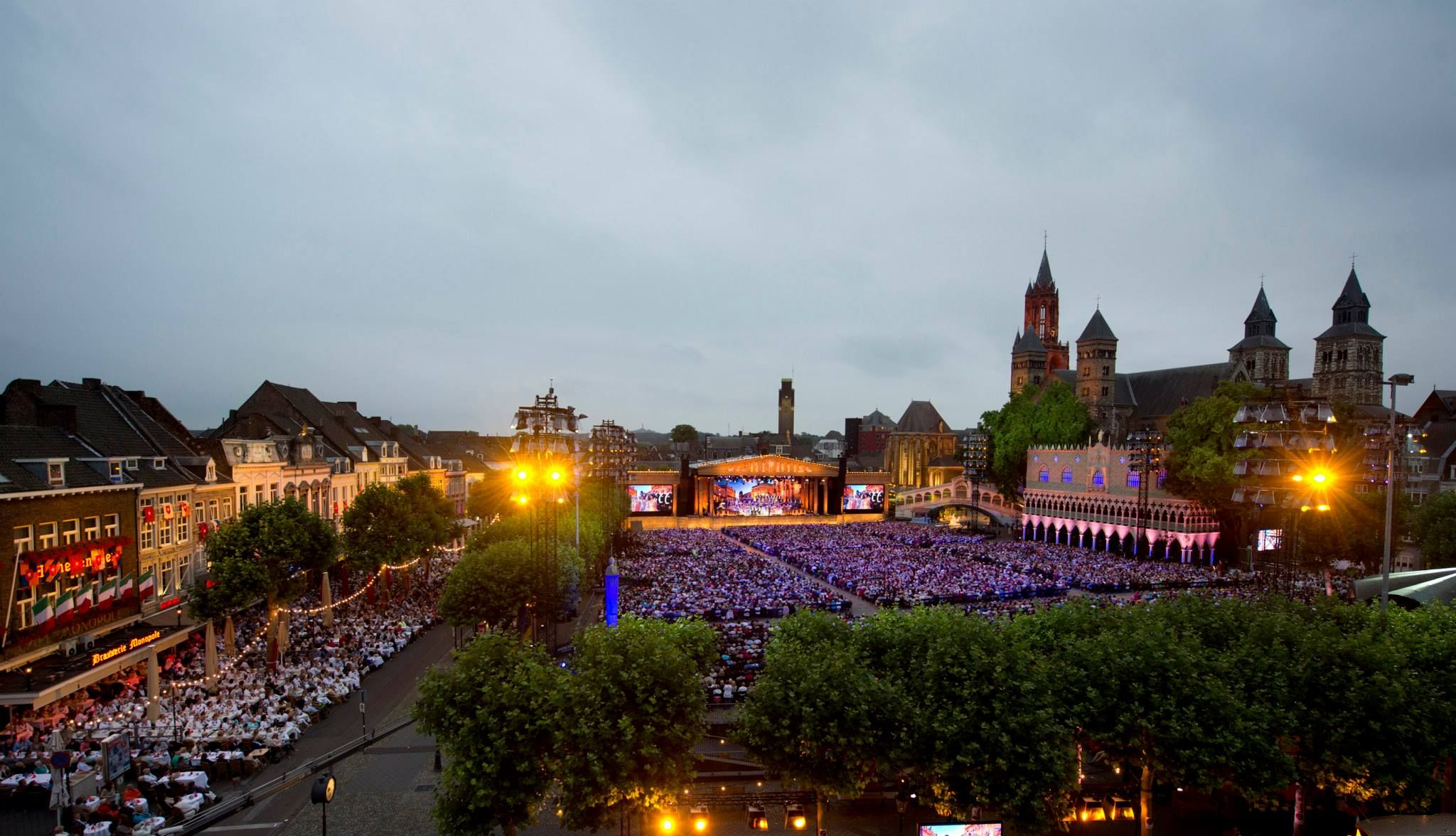 Andr rieu live in maastricht july 12 2014 the sound of romance and love nco ecommerce www - Maastricht mobel ...