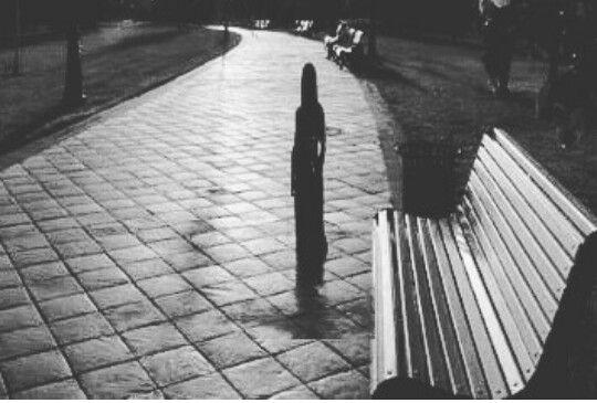 بعد رحيلك كرهت كل شئ كرهت الجميع من حولي عدا أماكن لقائك فبها أيام الماضي والذكريات الجميله Stranger Sidewalk Structures