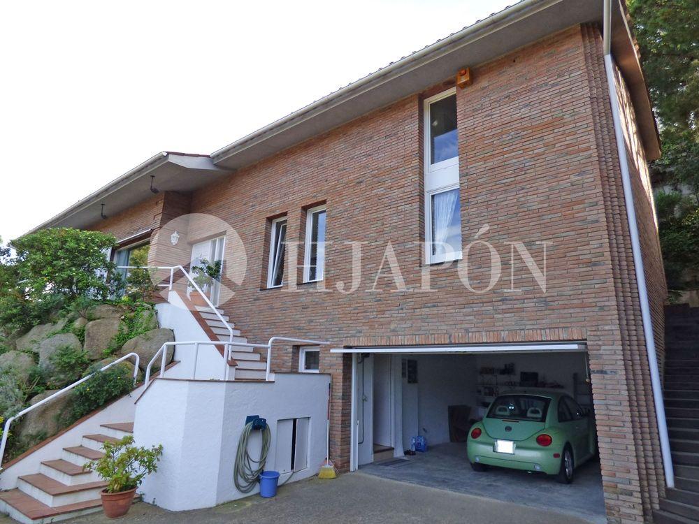 Beautiful luxury villa for sale in Alella, located near