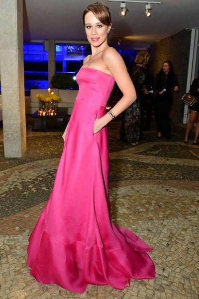 Mariana Ximenes - clássico rosa choque