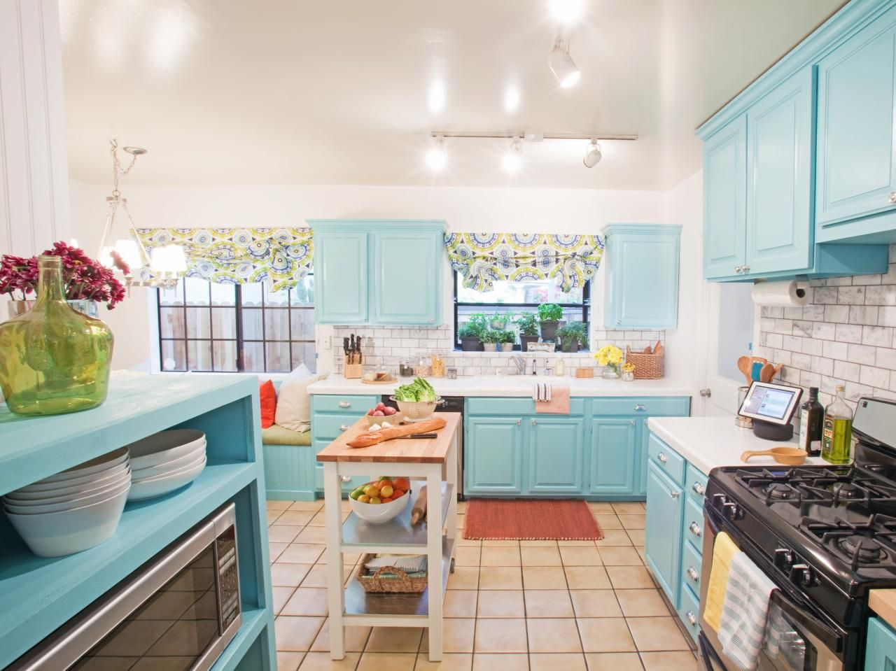 HGTV\'s Design on a Dime transformed this roomy kitchen with small ...