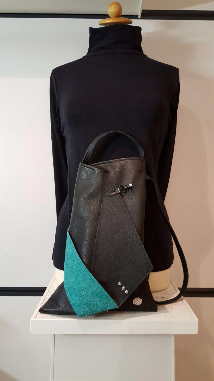 """""""AU"""" handtas. Hip exclusief design gemaakt van zwart rund leder met gifgroen leder accent. € 119,95 te koop bij www.atelierunique.nl"""