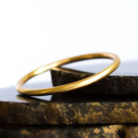 Thin Gold Ring Solid 14k Brushed Gold Ring  1,29mm Sz 3 par BuildaStack, $90,00