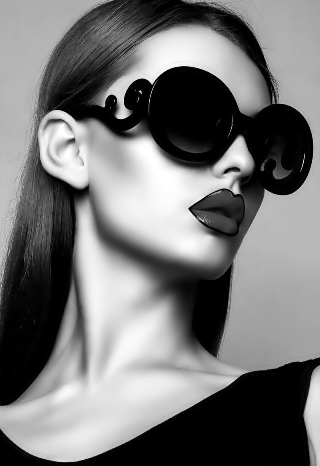 16ef9152cbf Designer Inspired Baroque Black Sunglasses New! Oversized High Fashion With Baroque  Swill Arms.