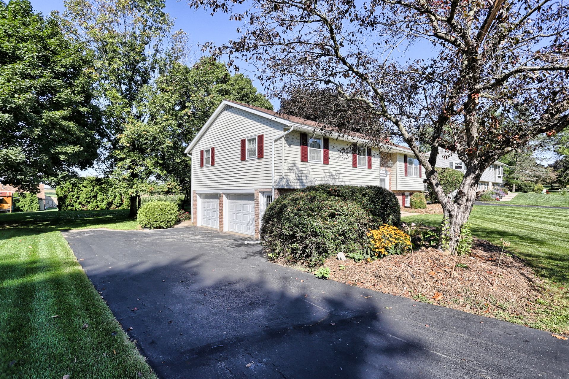 Side View Leola Pa Homesforsale Realestate Pennsylvania Sold
