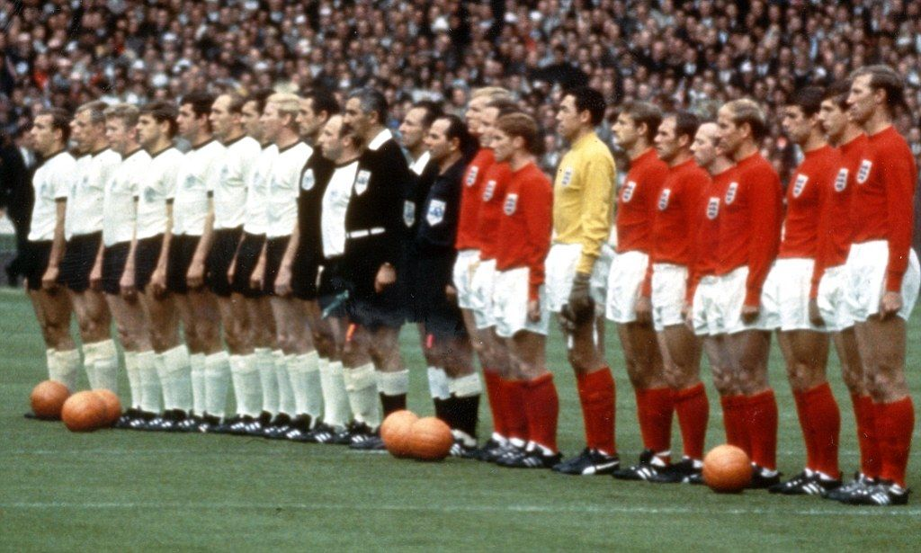 Forget Two World Wars And One World Cup Geneticists Reveal 50 Per Cent Of Britons Are German England Line Up England Football First World Cup