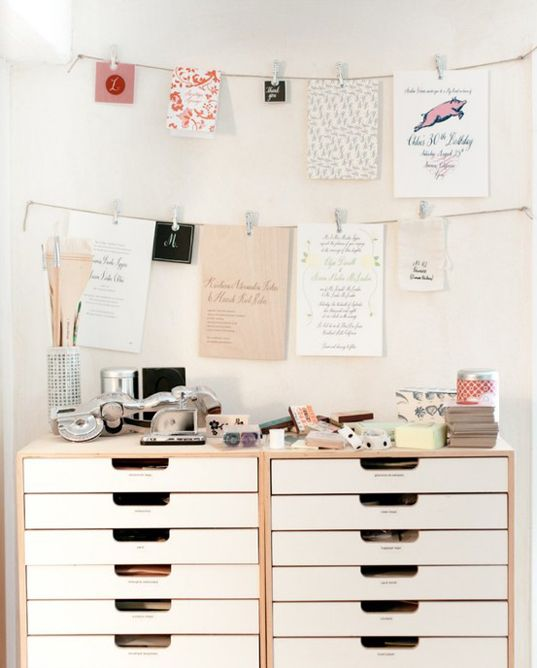 Pretty Office - Inspiration Creative Work Spaces Pinterest - hanging office organization