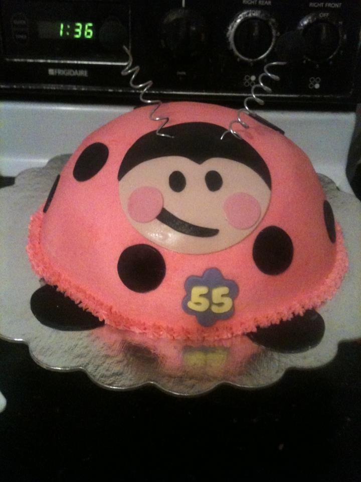 Ladybug cake by Dulce Galeria