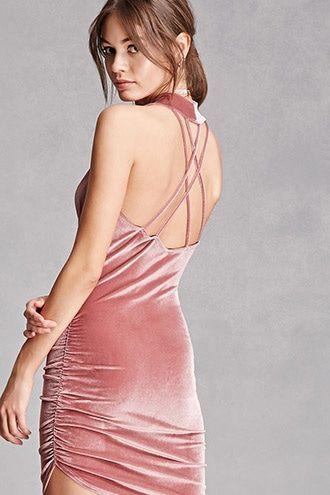 216a4405a4 Con espalda descubierta un vestido de terciopelo en rosa increíble de  Forever21.