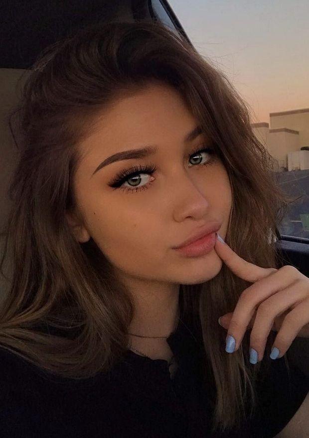 Mädchen braune haare braune augen