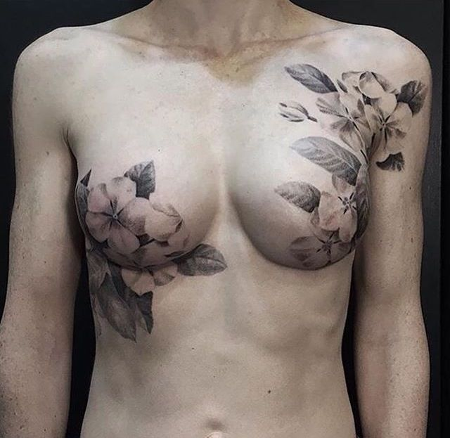 Cacher les cicatrices d'une massectomie. Done by David Allen, at Pioneer Tatoos, Chigago