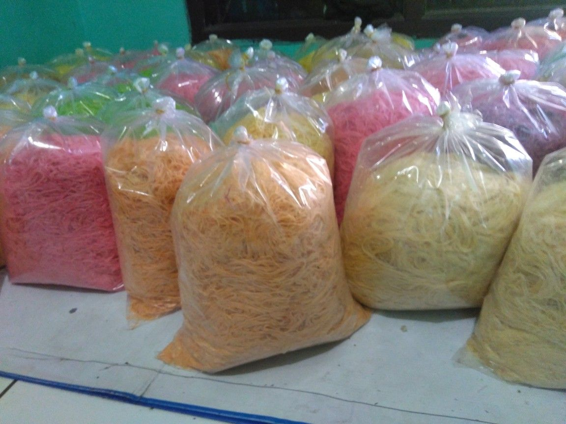 Rambut Nenek Its A Cotton Candy Ala Indonesia Served Beetween Two Simping Dolar Crepes Indonesian Desserts Indonesian Food Snack Cake
