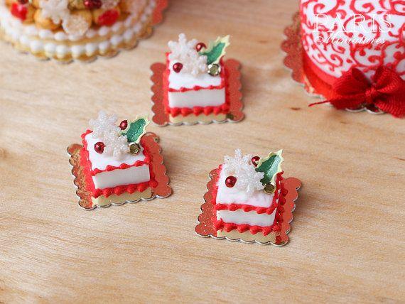 Navidad pasteles de la torta (la plaza) Decorado con acebo y los copos de nieve - Escala 12 Alimentos miniatura