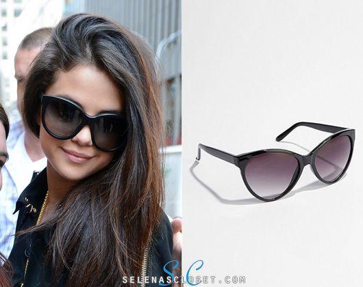 a32e8326c02 GET THE LOOK  UO Oversized Cat-Eye Sunglasses -  16 Get the exact  Dolce  Gabbana DG4149 Sunglasses