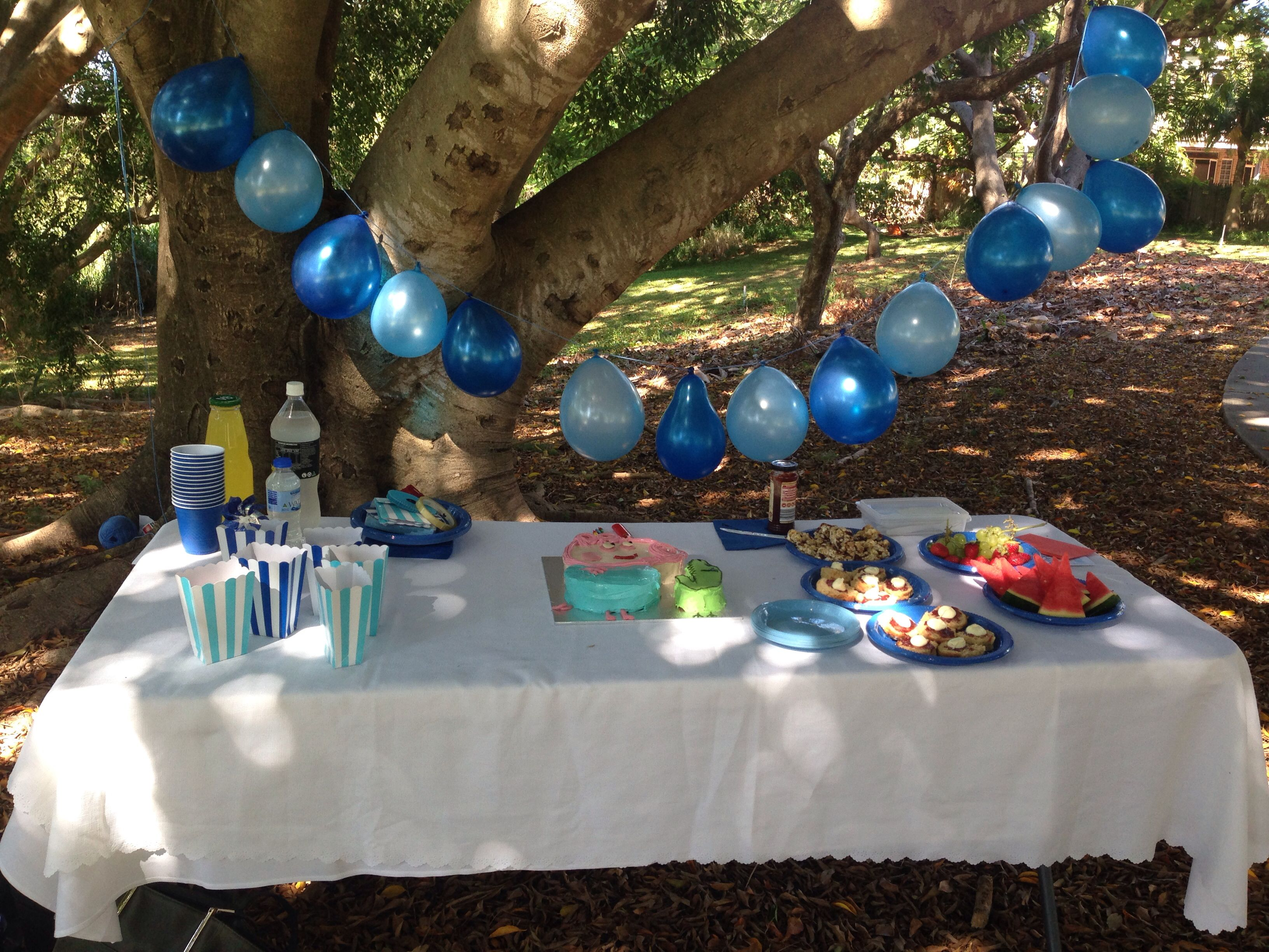 Simple String Of Balloons Makes Great Birthday Party Decorations At A Park