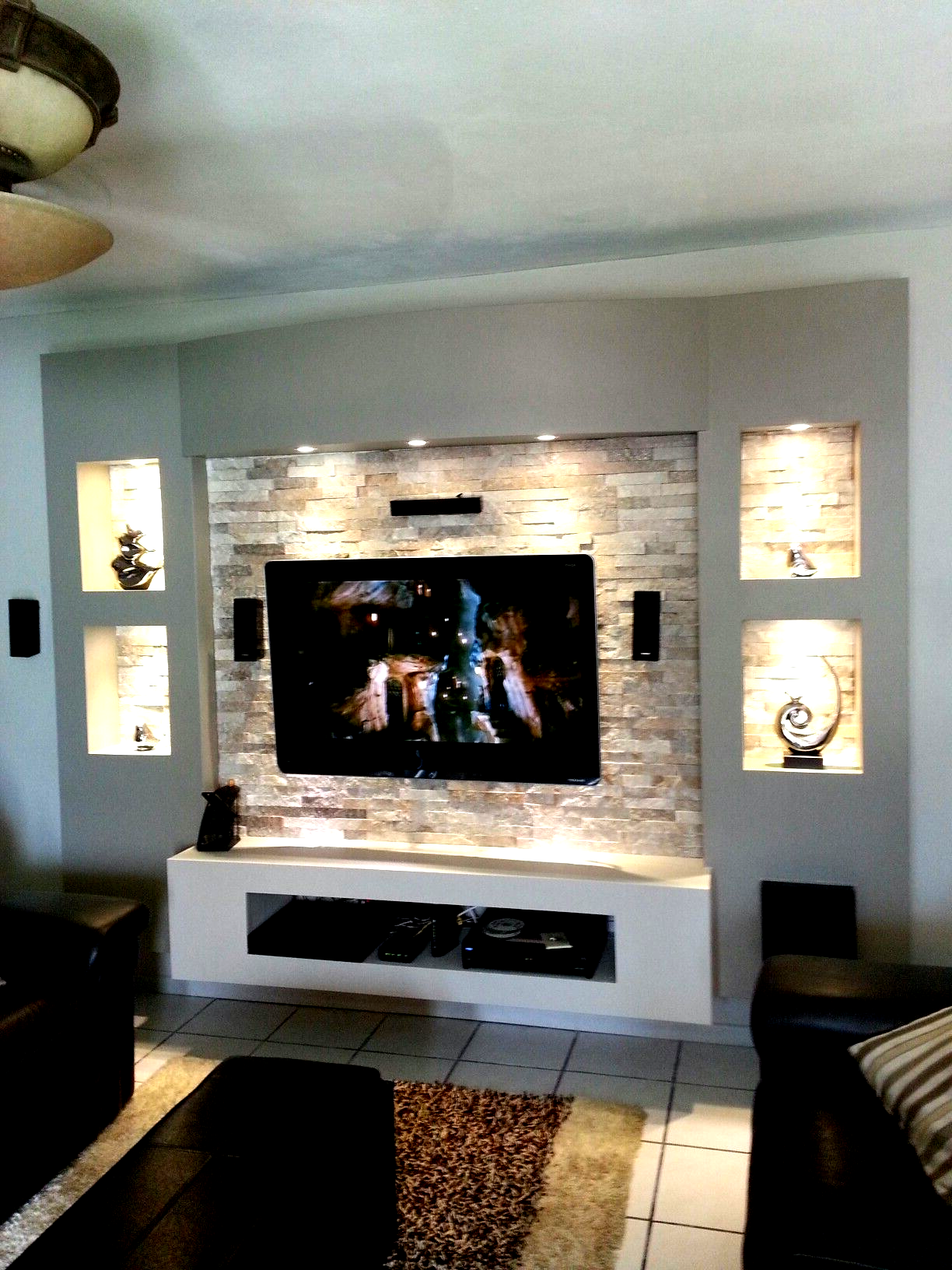 Gorgeous Feature Wall Ideas Living Room With Tv At Times You Dont Need To Decorate The Fu Feature Wall Living Room Living Room Decor Modern Lamps Living Room