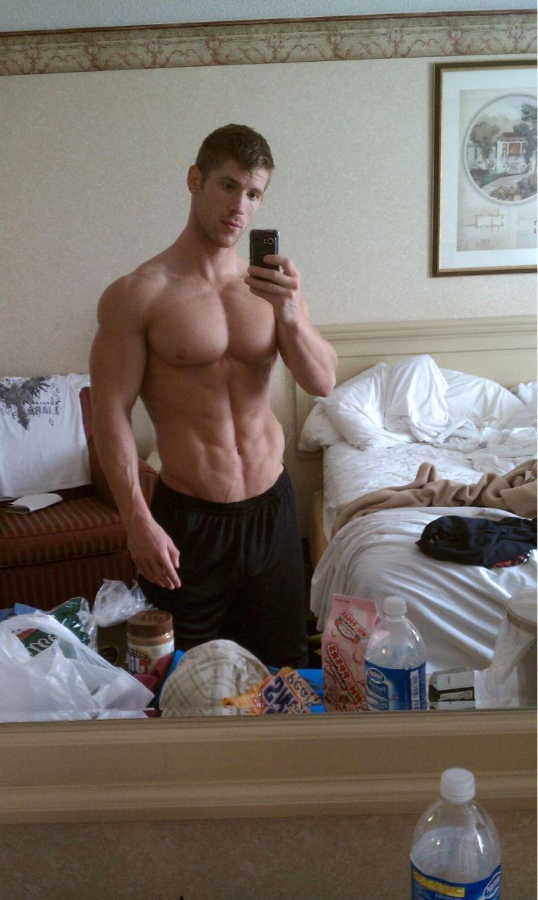 mirror muscles guy Amateur