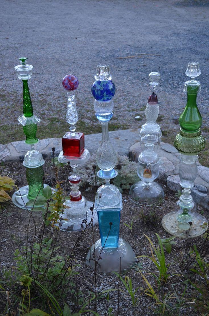 garden totems | MacGIRLver: Garden Totems, recycled glass #gartenrecycling