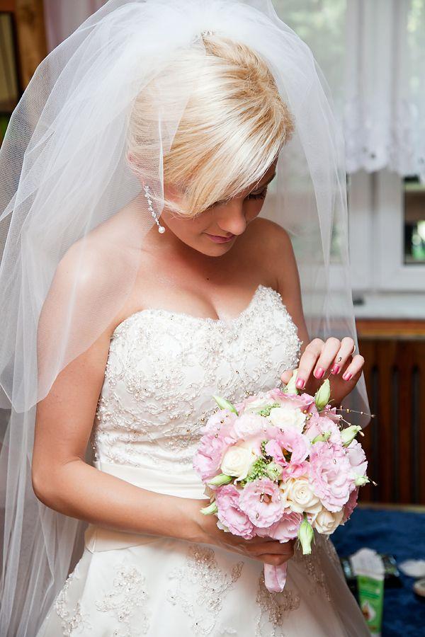 Przepis Na Slub Bukiet Slubny Eustoma Fashionable Blog Lifestylowy Blog Modowy Blog Podrozn Wedding Dresses Strapless Wedding Dress Wedding Flowers