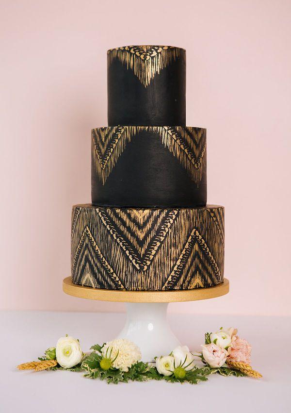 10 Luxury Wedding Cakes to Wow Your Guests   Luxury wedding cake ...