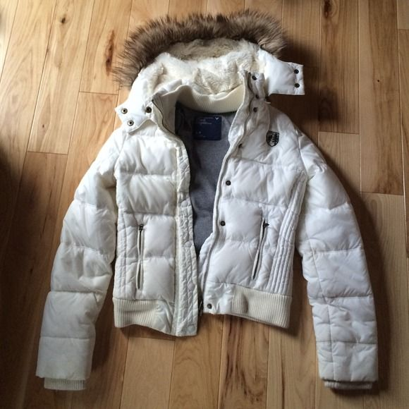 American Eagle Jacket NWOT Perfect condition AE white jacket // warm, gray inside, white fur in the good with brown faux fur on the outer edge // hood is removable // size small but could definitely fit an extra small as well American Eagle Outfitters Jackets & Coats