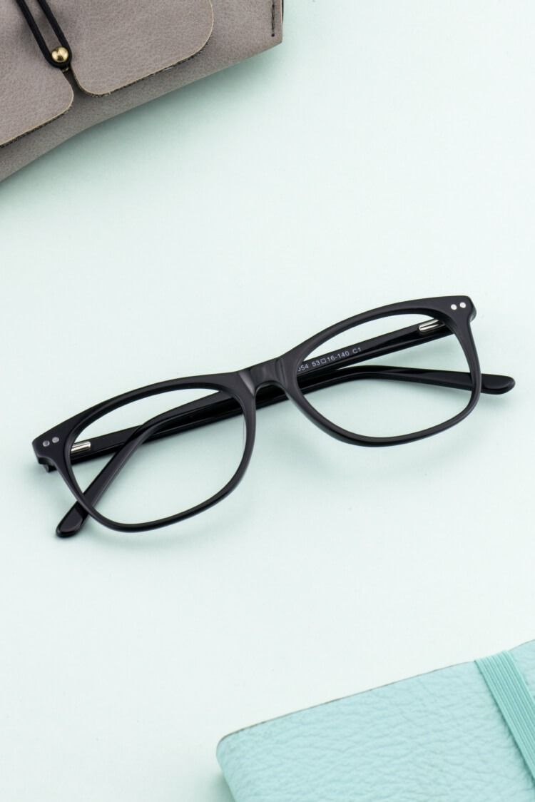 Give Your Everyday Look Some Panache With These Oval Frames The