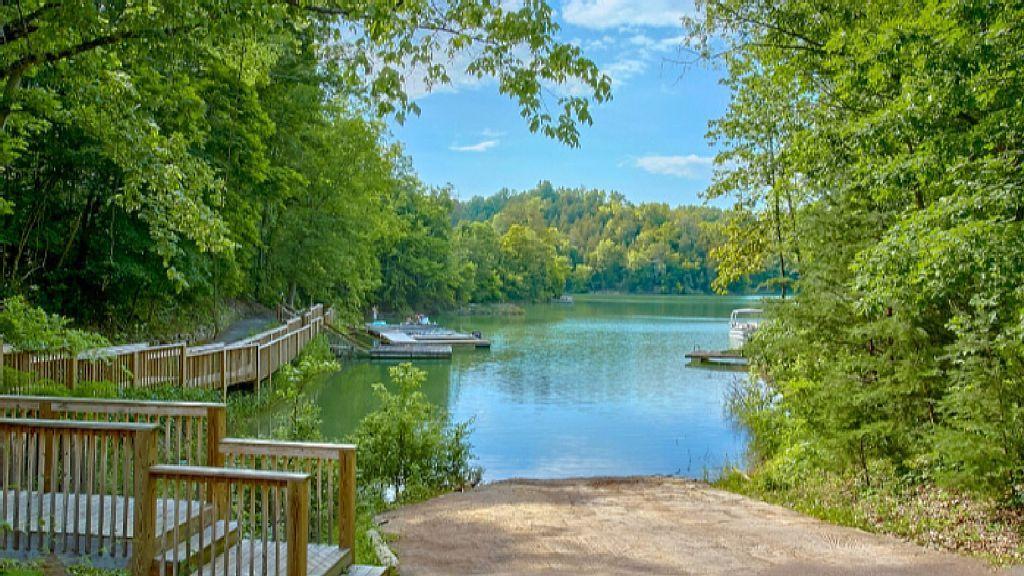 Beautiful Lake Cabin Sleeps 14 Hot Vrbo Resort Pools Lake Cabins Tub Pools