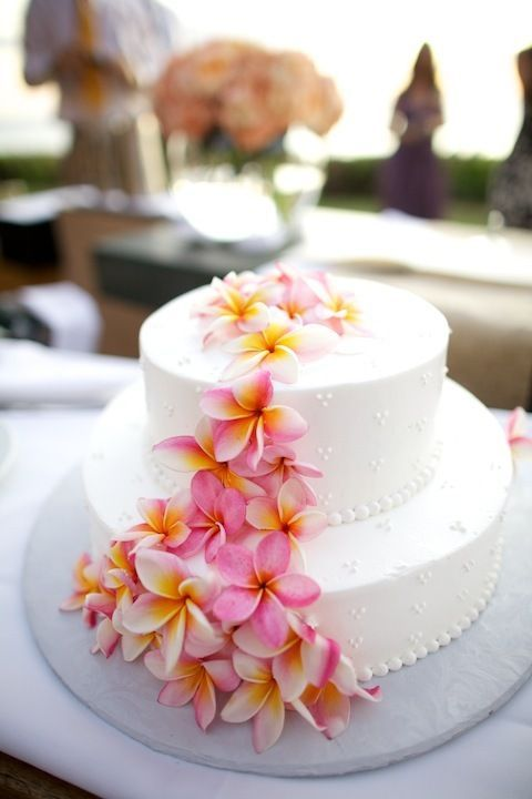 The tropical flowers look stunning on the wedding cake