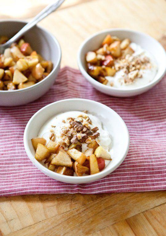 Recipe: Whipped Yogurt - det er jo den desert jeg plejer at lave! :-) Her blandes fløde og yoghurt dog inden piskningen. Det må prøves.