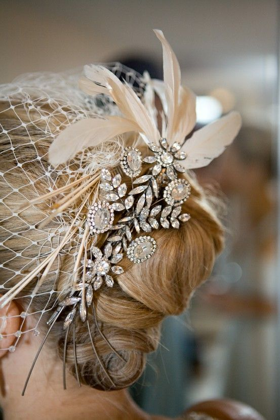 brooch + feather + veil (Another blog with great ideas including brooch hair pieces and bouquets) not site if I'm having a veil, but this one is beautiful                                                                                                                                                                                 Mais