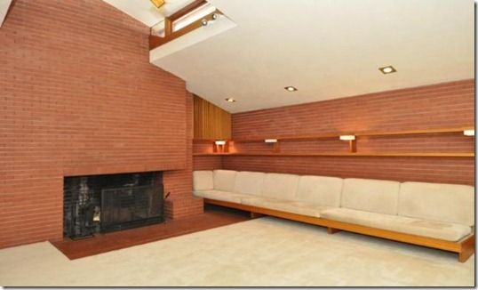 Wow, imagine how many GSPs you could fit on that built-in sofa!  (Beautiful, #mid-century home in Glendale, WI)