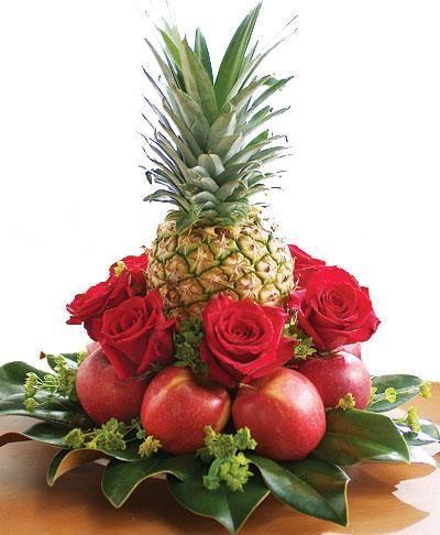 Arreglos florales tropicales pi a buscar con google - Centros florales navidenos ...