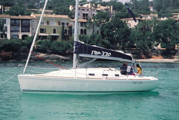 Huur, verhuur van zeilboot RO 330 in Port Olimpic. Zeiljachten, motorboten en catamarans van Azul Sailing in Barcelona, Denia, Mallorca, Menorca, Ibiza en rest van Spanje. Ook zeilvakanties, zeilen, jachtverhuur, zeilvakantie zeiljacht, zeilboot, bootverhuur, zeiljachten, regatas, Incentives