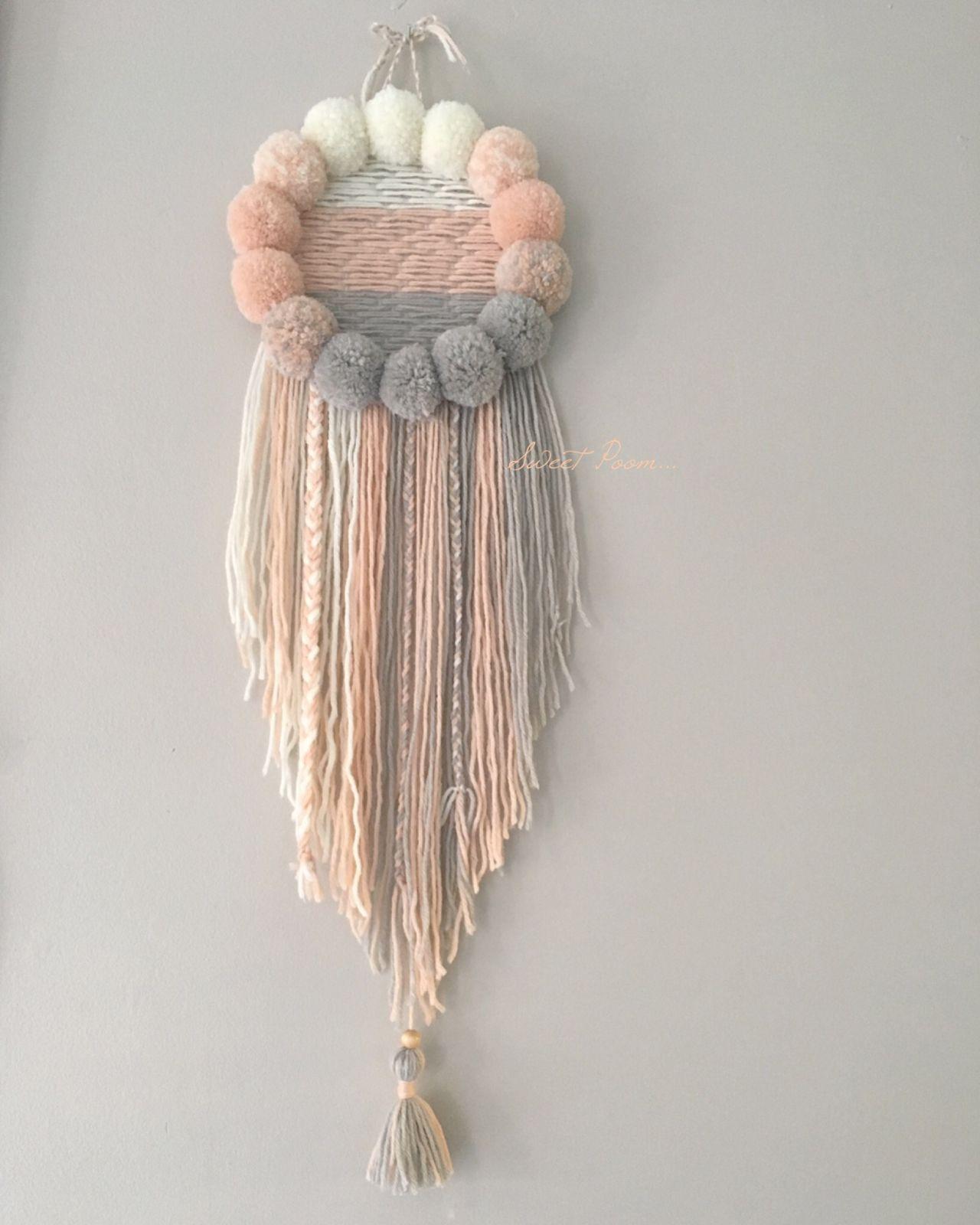 Attrape r ves mod le unique enti rement confectionn la main fait de pompons de laine et de - Attrape reve pompon ...