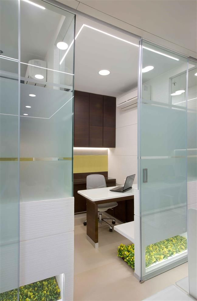 Sleek Look With Backpainted Glass Office Cabin Design Office Interior Design Modern Dental Office Design Interiors