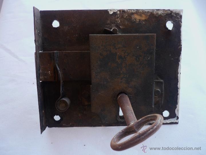 Cerradura de forja antigua con su llave, 99 €