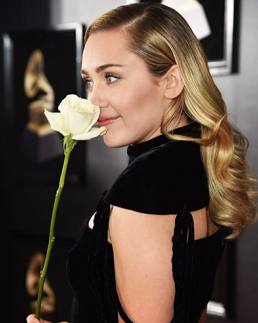 Miley Cyrus At The 2018 Grammys 2018 Grammys Pinterest Miley