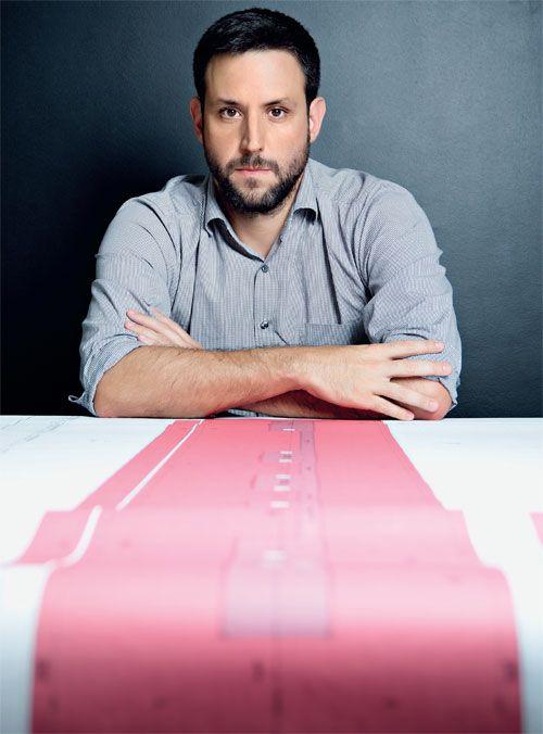 Da nova geração de arquitetos, Martin Corullon, do escritório Metro, tem foco em obras de uso coletivo. Ele pensa e traça com Paulo…