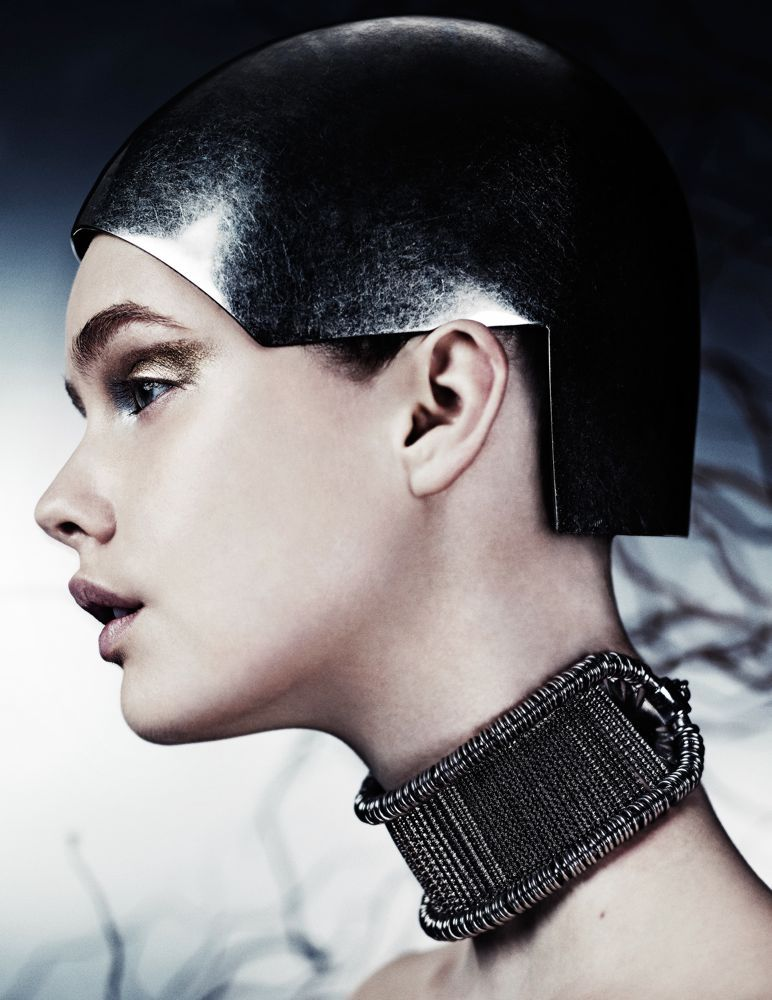 Alexander McQueen - Cloche Hat and Choker