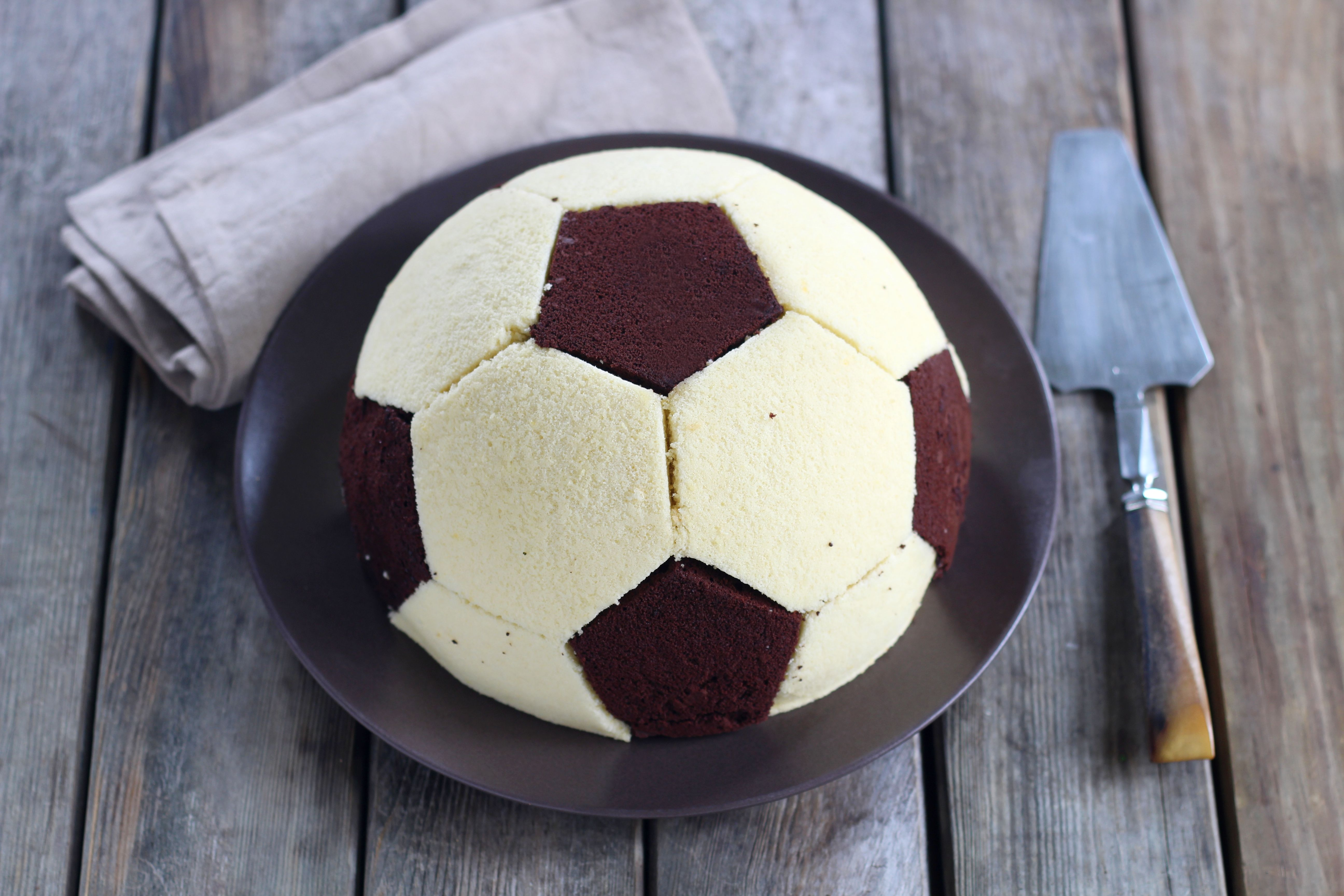 Fußball Charlotte mit Maulwurfkuchen Füllung