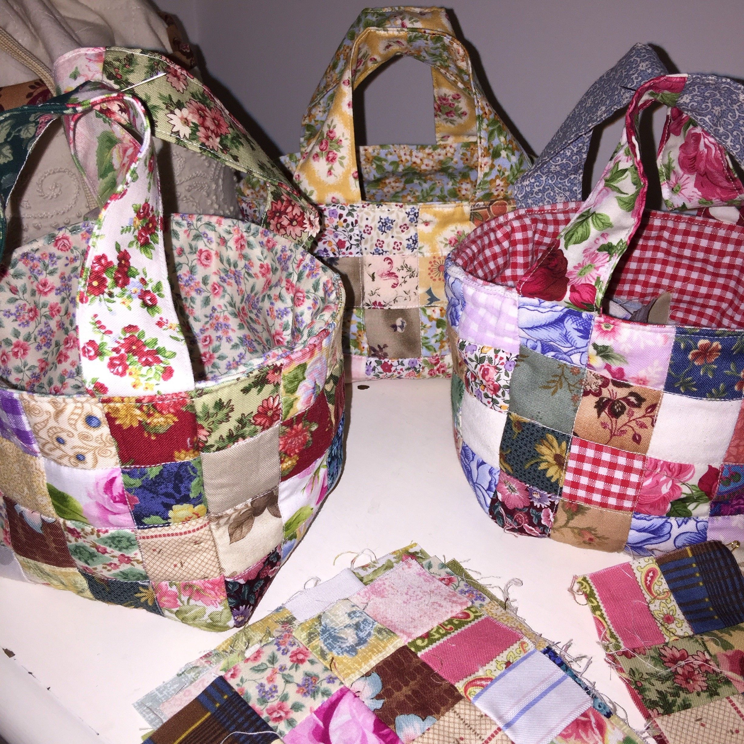 Scrap Fabric Baskets – Tutorial. Making these little scrap fabric baskets is a really nice way to use up some very small scraps – even ones that don't look that good. Once they are incorporated together they are very pretty. They are handy to have in the sewing space next to your machine for holding … Continue reading Quilted Scrap Fabric Baskets – Tutorial → #scrapfabric
