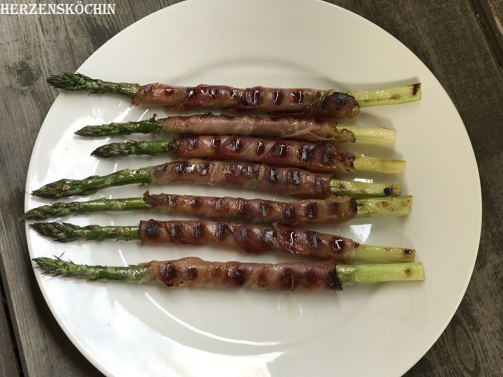 Schnelle Leichte Sommerküche Ofentomaten Mit Hähnchen : Grüner spargel gegrillt in serrano schinken gewickelt rezept