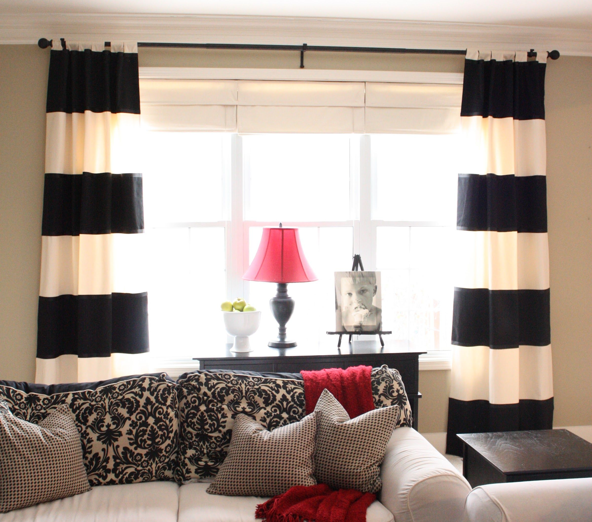 Red and white striped curtain panels - The Yellow Cape Cod Bold Striped Diy Drapes I M Really Liking This Bold Striped Curtain Look Hhhmmmm I Need A Sewing Machine