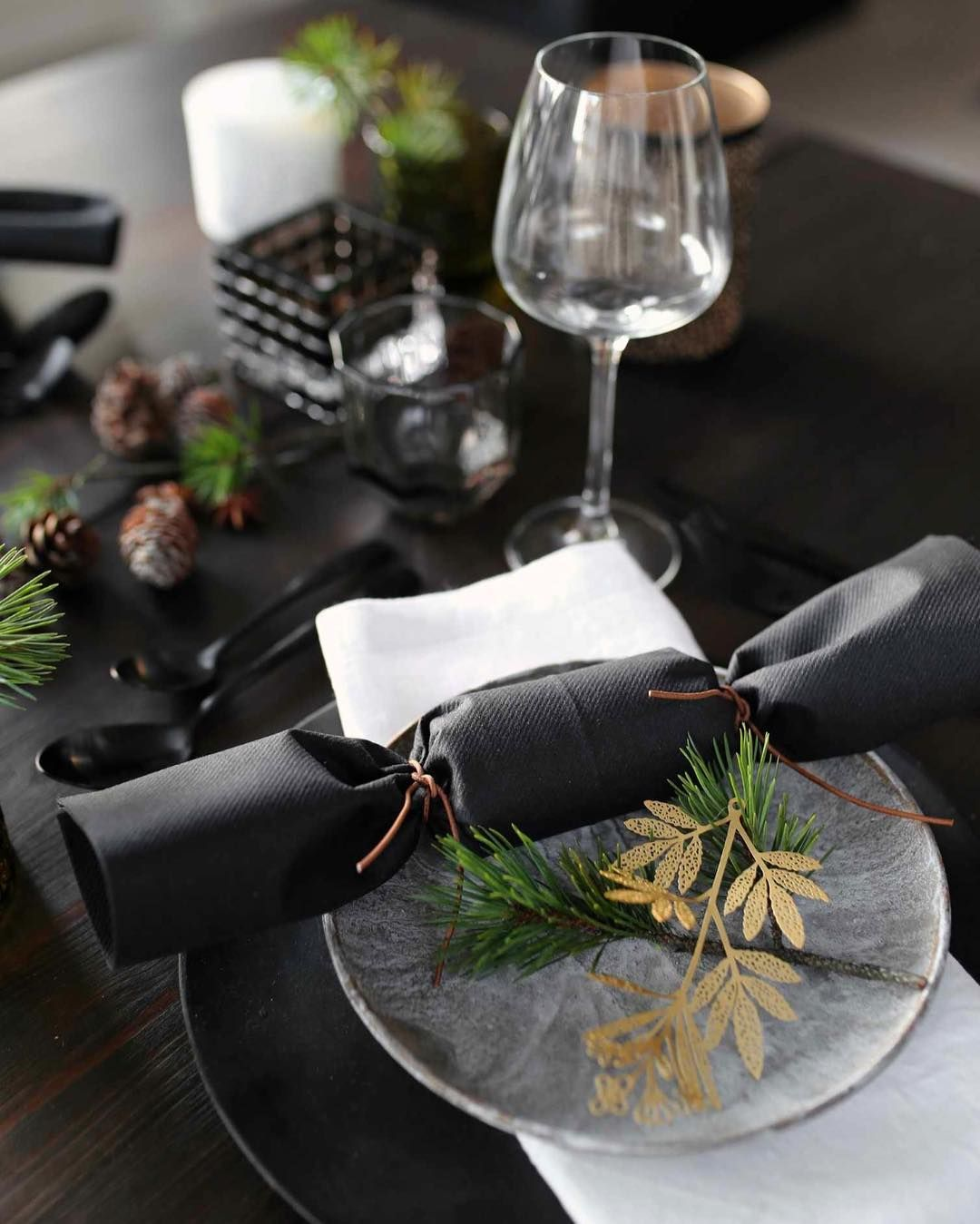 "Therese Knutsen on Instagram: ""Merry Christmas ️ �Ha en strålende jul alle sammen� #godjul #merrychristmas #tablesetting #christmas #borddekking #jul…"""