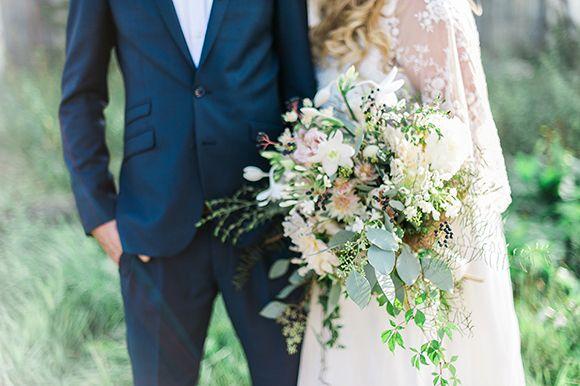 Wild-wedding-bouquet-in-muted-colours.jpg 580×386픽셀