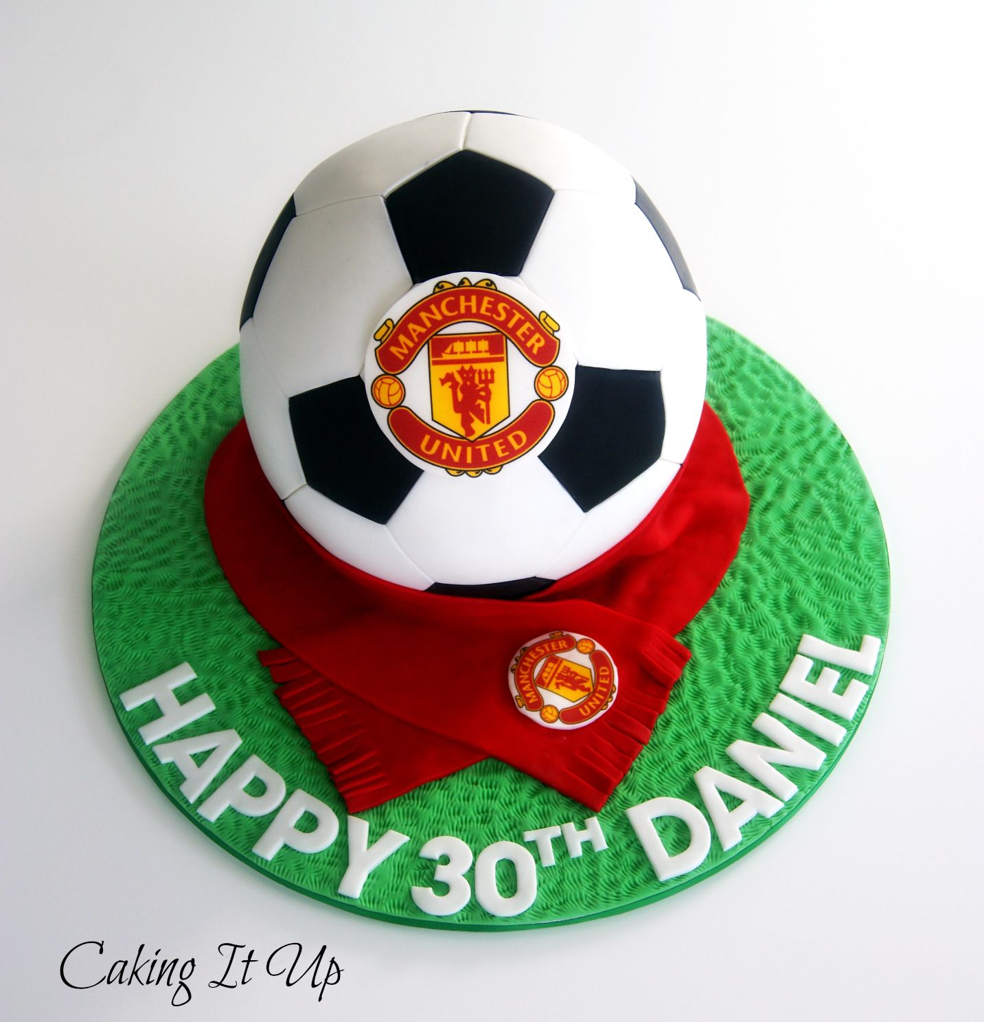 This Would Be Fab In Whatever Team Colours Manchester United Soccer Ball Cake Www Facebook Com Cak Soccer Ball Cake Soccer Birthday Cakes Football Cake Design
