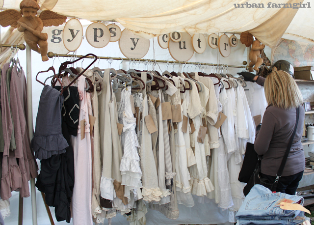 Vintage Market Or Craft Fair Display Idea Urban Farmgirl Love The Embrodery Hoop Useage Clothing Booth Display Clothing Displays Country Living Fair