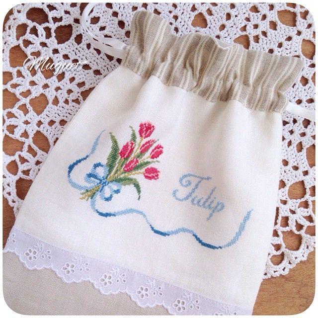 . チューリップ刺しゅうの巾着が 完成しました。  ストライプ柄のリネンや レースと組み合わせています(^_^). . #刺繍 #クロスステッチ #チューリップ #花 #リボン #リネン #巾着 #ハンドメイド #手芸 #手作り #embroidery #crossstich #handmade #handwork #diy #tulip #flower