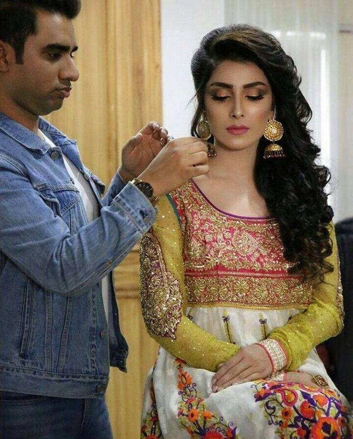 Ayeza khan pics wedding bands